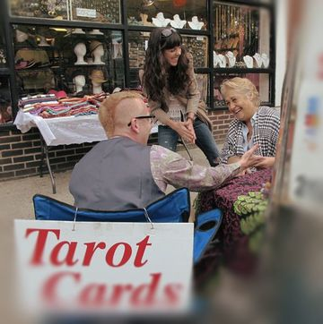 Elaine-Psychic with chealsea-girl in SOHO Manhattna, giving a tarot card reading